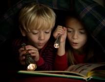 Четенето на тъмно разваля зрението?