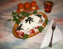 Лятна салата от домати, чесън и сирене. От Петя Цанкова