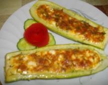 Тиквички, пълнени с яйца и сирене. От Виолета Матева