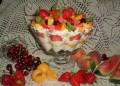Трайфъл с летни плодове