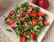 Свежа салата с ягоди, рукола и ядки. От Ирина Андреева