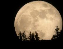 Луната се приближава