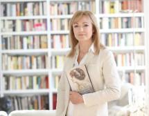 Испанската писателка Кристина Морато за прокълнатите кралици и тежестта на короните