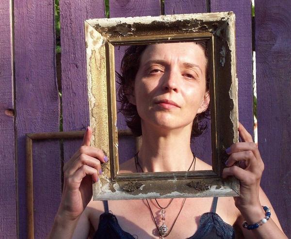 Кели Кътроун: Кога духовното стана равносилно на мило?