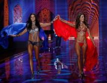 Адриана Лима и Алесандра Амбросио в шоуто на Victoria's Secret