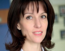 Камелия Нейкова: Един човек не може да оправи света